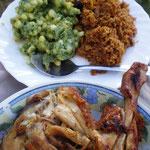 左上:イリオ 右上:ピラウ(スパイスと鶏肉の炊き込みごはん) 手前:地鶏の炭火焼鶏
