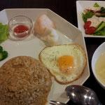 ボリューム満点のナシゴレン・サラダ+スープセットです!
