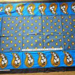 カンガは長方形、スワヒリ語で格言やことわざなどが書いてあります。