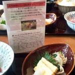 レストラン支配人が作ってくださったPOPを読みつつ、50周年記念1500円のランチを堪能!