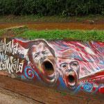ストリート・アート! お口が排水溝になってます。