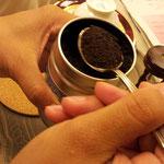 茶葉は直茶日光を避け常温で保管します。缶に入れるとよいです。