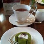 抹茶のロールケーキにも、ケニア紅茶がよく合います。
