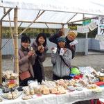 ブースをシェアした、haruhaさんではケニア山の紅茶を使ったマフィンやスコーンも大人気!
