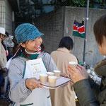 12月6日 OLさんに笑顔で紅茶の説明、その後ご購入いただきました!