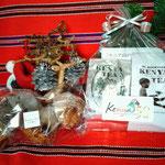 ケニア独立50周年記念シールをはったギフトパックが大人気!以前ブログで紹介したharuhaカフェさんも出店していて、当会の紅茶をつかったマフィン(写真左)やクッキーは完売したそうです。