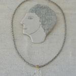 作家:yohaku 品名:necklace「la douce pluie」 サイズ:長さ約42cm 価格:14,040円(税込) 送料:610円〜(ゆうパック60サイズ、地域により価格が異なります。) 素材:真鍮ゴールドメッキ金具、ヴェルメイユ金具、クリスタル、ヴィンテージブレード