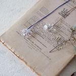 作家:yohaku 品名:necklace「something like flower」 サイズ:長さ約66cm 価格:5,940円(税込) 送料:一律500円(クロネコヤマトコンパクト利用) 素材:ネックレス金具(12KGF,14KGF→金属アレルギーの方ご注意)、シルクコード、クリスタル