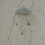 作家:yohaku 品名:「傘も持たずに」 pierce & long necklace サイズ:p/約4.8cm n/約80cm  価格:p/5,400円(税込) n/9,180円(税込)別売可  送料:610円〜(ゆうパック)  素材:p/14kGFピアスフック(金属アレルギーの方はご注意)、グレームーンストーン、ナイロンコードワイヤー、ヴェネチアンシードビーズ n/14kGFフック金具、シルクコード、ヴェネチアンシードビーズ、ラブラドライト、フローライト、淡水パール、真鍮ビーズ