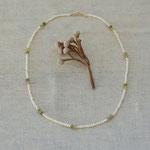 作家:yohaku 品名:necklace「午後の小さな音楽会」 サイズ:長さ約40cm 価格:8,100円(税込) 送料:610円〜(ゆうパック60サイズ、地域により価格が異なります。) 素材:14kGF金具、淡水パール、グロッシュラーガーネット、ラブラドライト