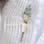 作家:yohaku 品名:brooch「季節の花摘みブローチ -white+green-」 サイズ:長さ約8~8.5cm 価格:3,780円(税込) 送料:一律500円(クロネコヤマトコンパクト) 素材:金具(真鍮アンティーク加工)、ウッドビーズ、シェル、ヴィンテージガラスビーズ、フランスガラスビーズ、コットンリボン、造花用ワイヤー