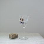 作家:yohaku 品名:pierce「favoris -blue-」(イヤリング変更可、ただし、素材違い(真鍮にゴールドメッキ)になります。) サイズ:長さ約2.8cm 価格:5,400円(税込) 送料:610円〜(ゆうパック60サイズ、地域により価格が異なります。) 素材:ピアス金具(14KGF→金属アレルギーの方ご注意)、ヴィンテージビーズ(欠け、剥げも風合いとして残っています)、ヴェネチアンガラスパール