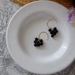 作家:yohaku 品名:pierce「森のおたのしみ-obsidian-」(イヤリング変更可、ただし、デザイン・素材違い(真鍮にゴールドメッキ)になります。) サイズ:モチーフ約1.4cm 価格:5,400円(税込) 送料:一律500円(クロネコヤマトコンパクト利用) 素材:14kGF金具、レインボーオブシディアン