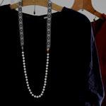 作家:yohaku 品名:necklace「amulet - magmesite-」 サイズ:長さ約91cm 価格:14,040円(税込) 送料:一律500円(クロネコヤマトコンパクト利用) 素材:真鍮金具、ヴィンテージブレード、チェコガラスビーズ、マグネサイト