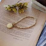 作家:yohaku 品名:bracelet「dahlia -czech glass/vintage beige-」 サイズ:長さ約15.5cm 価格:5,940円(税込) 送料:一律500円(クロネコヤマトコンパクト利用) 素材:14kGF金具、チェコガラスビーズ、ヴィンテージシードビーズ