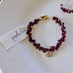 作家:yohaku 品名:bracelet「月の軌跡」 サイズ:長さ約16cm 価格:7,560円(税込) 送料:一律500円(クロネコヤマトコンパクト利用) 素材:真鍮金具、14kGF金具、ガーネット、淡水パール
