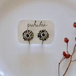 作家:yohaku 品名:earring「daisy-jasper/pearl-」(ピアス変更不可) サイズ:モチーフ約1.6cm 価格:5,940円(税込) 送料:一律500円(クロネコヤマトコンパクト利用) 素材:真鍮ゴールドメッキ金具、ダルメシアンジャスパー、淡水パール、ヴィンテージシードビーズ