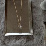 作家:yohaku 品名:necklace「raffine -orange rutile quartz-」 サイズ:長さ約40cm 価格:7,560円(税込) 送料:一律500円(クロネコヤマトコンパクト利用) 素材:チェーン・金具(14KGF→金属アレルギーの方ご注意)、オレンジルチルクォーツ