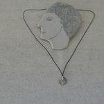 作家:yohaku 品名:necklace「梟の詩」 サイズ:長さ約38cm 価格:4,860円(税込) 送料:610円〜(ゆうパック60サイズ、地域により価格が異なります。) 素材:14kGF金具、シルクコード、グレイッシュブルージャスパー、淡水パール