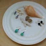 午後の部の完成作品です。さわやかな夏らしい色合いの作品が並びました。2つ目の石はお土産に持ち帰っていただき、復習用に。
