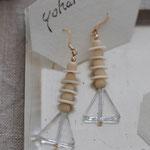 作家:yohaku 品名:pierce「prism」(イヤリング変更可、ただし、デザイン・素材違い(真鍮にゴールドメッキ)になります。) サイズ:モチーフ約3.7cm 価格:5,400円(税込) 送料:一律500円(クロネコヤマトコンパクト利用) 素材:14kGF金具、ウッド、ヴィンテージスパンコール、ヴェネチアンガラス