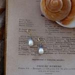 作家:yohaku 品名:pierce「sabao」(イヤリング変更可、ただし、素材違い(真鍮にゴールドメッキ)になります。) サイズ:長さ約1cm 価格:4,320円(税込) 送料:610円〜(ゆうパック60サイズ、地域により価格が異なります。) 素材:ピアス金具(14KGF→金属アレルギーの方ご注意)、淡水パール、グリーンアメジスト、アイオライト