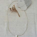 作家:yohaku 品名:necklace「卵と星屑 -green-」 サイズ:長さ約38cm 価格:6,480円(税込) 送料:610円〜(ゆうパック60サイズ、地域により価格が異なります。) 素材:14kGF金具、淡水パール、グロッシュラーガーネット、ヴィンテージブレード