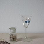 作家:yohaku 品名:pierce「野に揺れて咲く花 -bleue-」(イヤリング変更可、ただし、素材違い(真鍮にゴールドメッキ)になります。) サイズ:長さ約1.1cm 価格:4,860円(税込) 送料:一律500円(クロネコヤマトコンパクト利用) 素材:ピアス金具(14KGF→金属アレルギーの方ご注意)、ヴィンテージガラスビーズ、ヴェルメイユピン