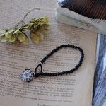 作家:yohaku 品名:bracelet「dahlia -czech glass/vintage black-」 サイズ:長さ約15.5cm 価格:5,940円(税込) 送料:一律500円(クロネコヤマトコンパクト利用) 素材:14kGF金具、チェコガラスビーズ、ヴィンテージシードビーズ