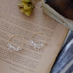 作家:yohaku 品名:hoop pierce「after the rain -crystal-」(イヤリング変更不可) サイズ:フープ直径約2.5cm 価格:5,400円(税込) 送料:一律500円(クロネコヤマトコンパクト利用) 素材:14kGF金具、クリスタル、ガラスビーズ