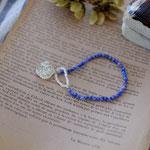 作家:yohaku 品名:bracelet「dahlia -sodalite/pearl-」 サイズ:長さ約15.5cm 価格:5,940円(税込) 送料:一律500円(クロネコヤマトコンパクト利用) 素材:14kGF金具、ソーダライト、淡水パール、チェコガラスビーズ