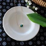 作家:yohaku 品名:necklace「あの日の海」 サイズ:長さ約45cm 価格:5,400円(税込) 送料:一律500円(クロネコヤマトコンパクト利用) 素材:金具(14KGF→金属アレルギーの方ご注意)、シルクコード、淡水パール、真鍮ビーズ、クリソコラ