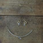 作家:yohaku 品名:「shiny  rain」 pierce & necklace ( one of a kind ) サイズ:p/約1.5cm n/約41cm  価格:p/5,400円(税込) n/8,640円(税込)別売可  送料:610円〜(ゆうパック60サイズ、料金は地域別)  素材:p/14kGFピアスフック(金属アレルギーの方はご注意)、クリスタル、真鍮(ゴールドメッキ) n/14kGFフック金具、ナイロンコートワイヤー、クリスタル、グレームーンストーン、ヴェネチアンシードビーズ