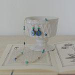 作家:yohaku 品名:「日傘の季節、小さな夏のはじまり」 pierce & necklace サイズ:p/約2cm n/約40cm 価格:p/4,320円(税込) n/7,020円(税込)別売可 送料:610円〜(ゆうパック60サイズ、料金は地域別) 素材:p/14kGFピアスフック(金属アレルギーの方はご注意)、チェコガラスビーズ、ラピスラズリ、ターコイズ n/14kGFフック金具、真鍮ビーズ、ヴェネチアンシードビーズ、ラピスラズリ、ターコイズ、シルクコード