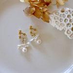 作家:yohaku 品名:earring 「chocolat blanc」(ピアス変更可、ただし、デザイン・素材違い(14kgf)になります。) サイズ:モチーフ約2cm 価格:4,860円(税込) 送料:一律500円(クロネコヤマトコンパクト利用) 素材:真鍮ゴールドメッキ金具、真鍮リング、淡水パール
