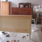 Bett mit Vorzeichnung für die Mahagonifurniermalerei