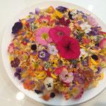 「スゴーイ」と歓声が沸く「ブーケのような「五目寿司」色々な花の味と栄養価を学びます。