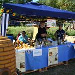 Familie Schulte bietet Imkerei-Produkte an