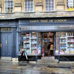 Typischer englischer Souvenirladen.