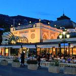 Am Place du Casino ist das Café de Paris. Seit 150 Jahren echter Café-Restaurant-Flair