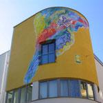 Bankgebäude im modernen Stil in Reutte.