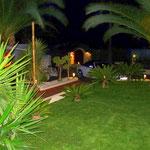 Nachtbeleuchtung im mediterranen Garten