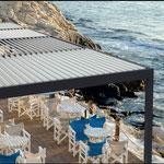 Überdachte Terrasse im Außenbereich des Restarants