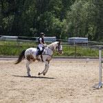 Jasmin mit Luna bei der Vorbereitung zum Springen