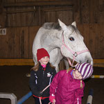 Viktoria und Marie mit Obora