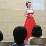 村田さん 〈女も15歳になったら〉 ピアノ:岡部さん