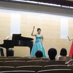 池野さん&村田さん 〈奥様、お先にどうぞ〉 ピアノ:岡部さん