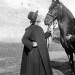 Dass sich die im Kloster Einsiedeln betriebene Pferdezucht während 1000 Jahren halten und entwickeln konnte, ist das Verdienst von Patres, die sich den Pferden besondern verbunden fühlten. Foto: Klosterarchiv