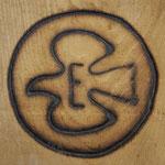 Der Rabe, Wappentier von Kloster und Gemeinde Einsiedeln, ist auch auf dem Brandzeichen der Einsiedler Pferde zu sehen. Als es noch keine Abstammungsausweise und Zuchtbücher gab, war das Brandzeichen der einzige Eigentumsnachweis für die Pferdezüchter.
