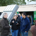 Didier, Anais et David discution entre encadrants